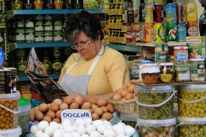 Woman_Reading_at_Market_Stall_-_Granada_-_Spain